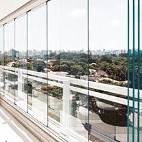 Instalação de Sacada de Vidro na Casa Verde